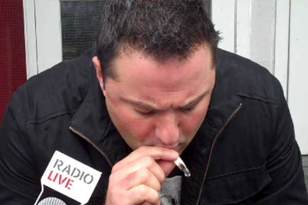 duncan-garner-smokes-juicy-puff2