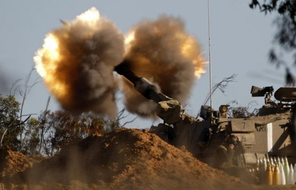 An-Israeli-mobile-artillery-unit-fires-a-shell-towards-Gaza-from-its-position-outside-the-central-Gaza-Strip-January-6-2009.-REUTERSBaz-Ratner-ISRAEL-960x616