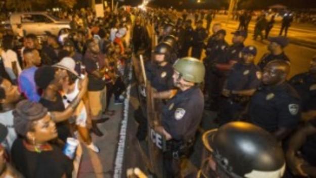 160709025542-baton-rouge-protest-mobile-medium-plus-169
